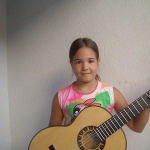 Sara con Guitarra