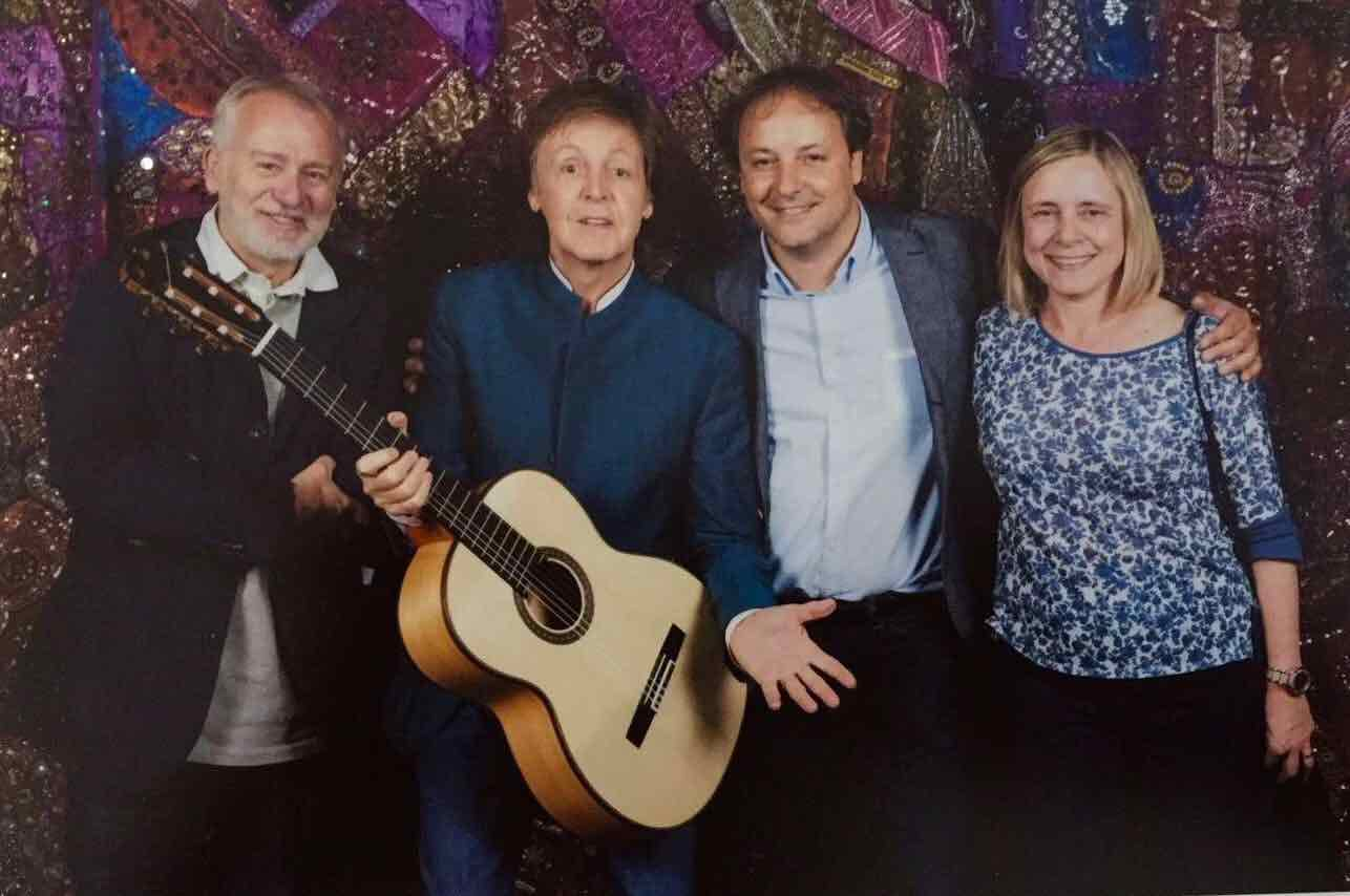 Paul-McCartney-guitarra-espanola