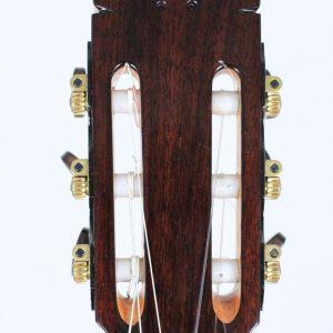 foto de la cabeza de una guitarra
