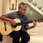 Caetano Veloso con guitarra española