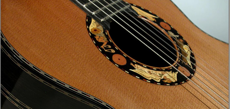 guitarra boca y cuerdas