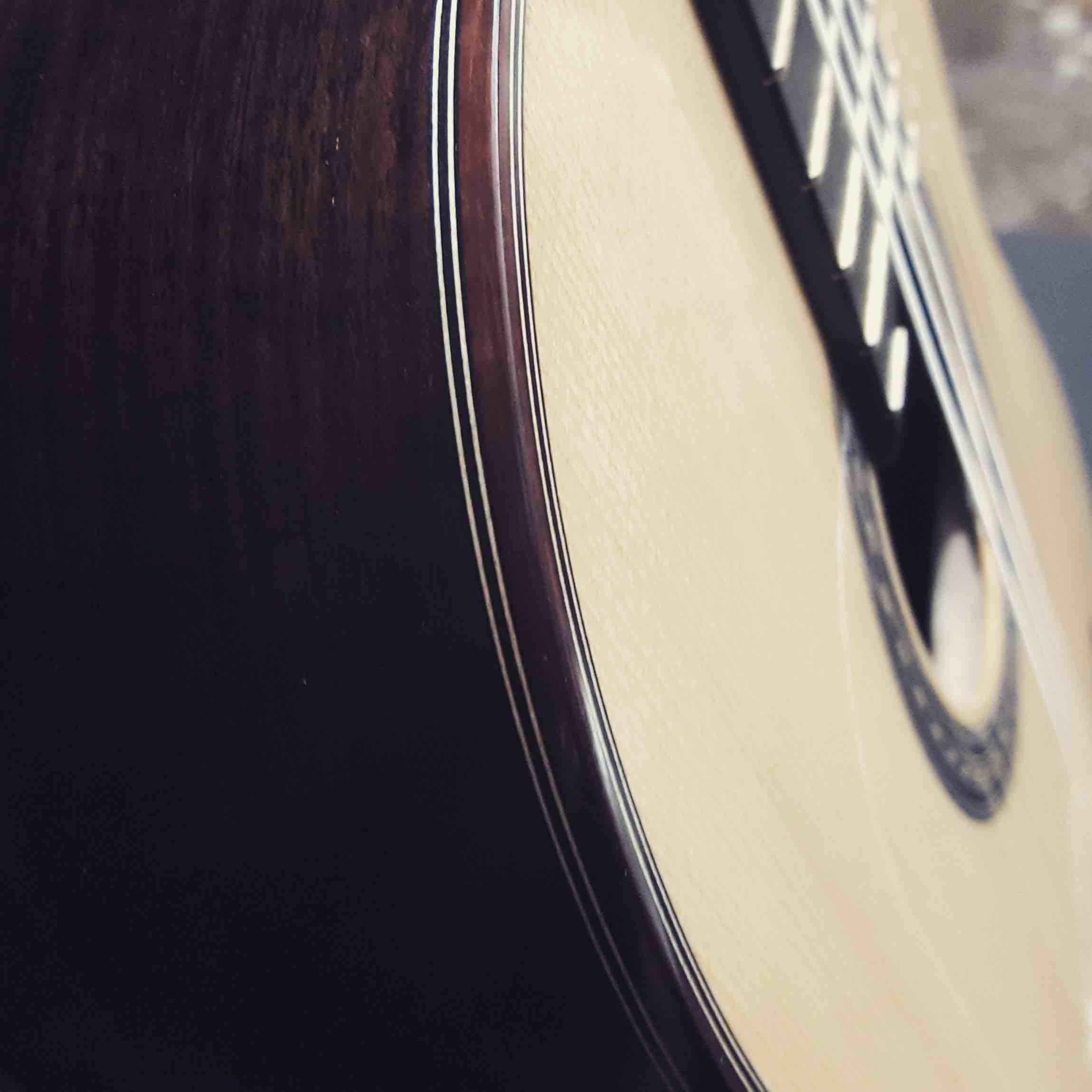 """Guitarra modelo """"Maestro"""""""