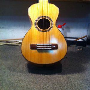 guitarro tradicional