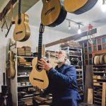 Artesano Antonio Morales recorte guitarra Mallorca