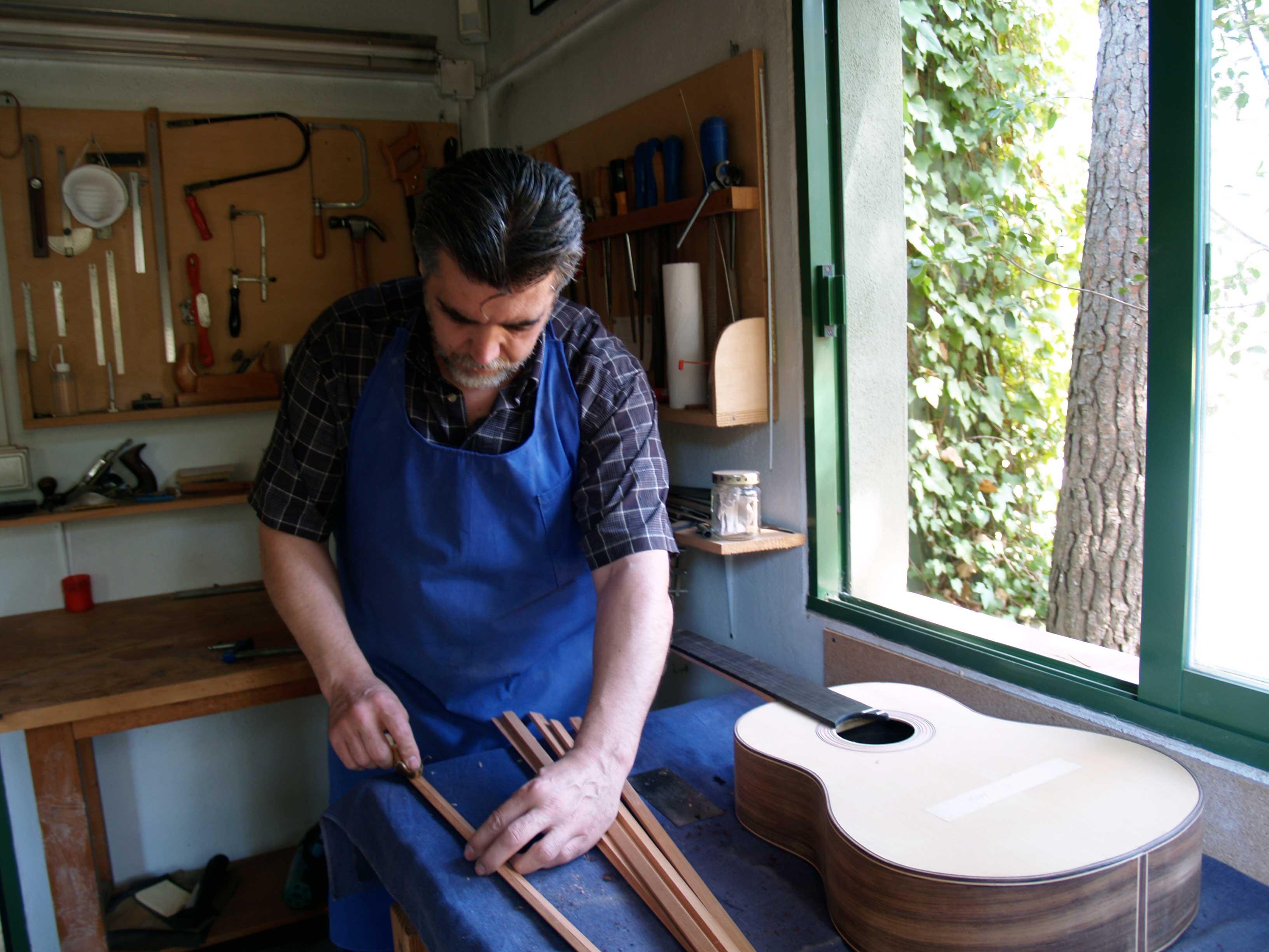 luthier instrumentos