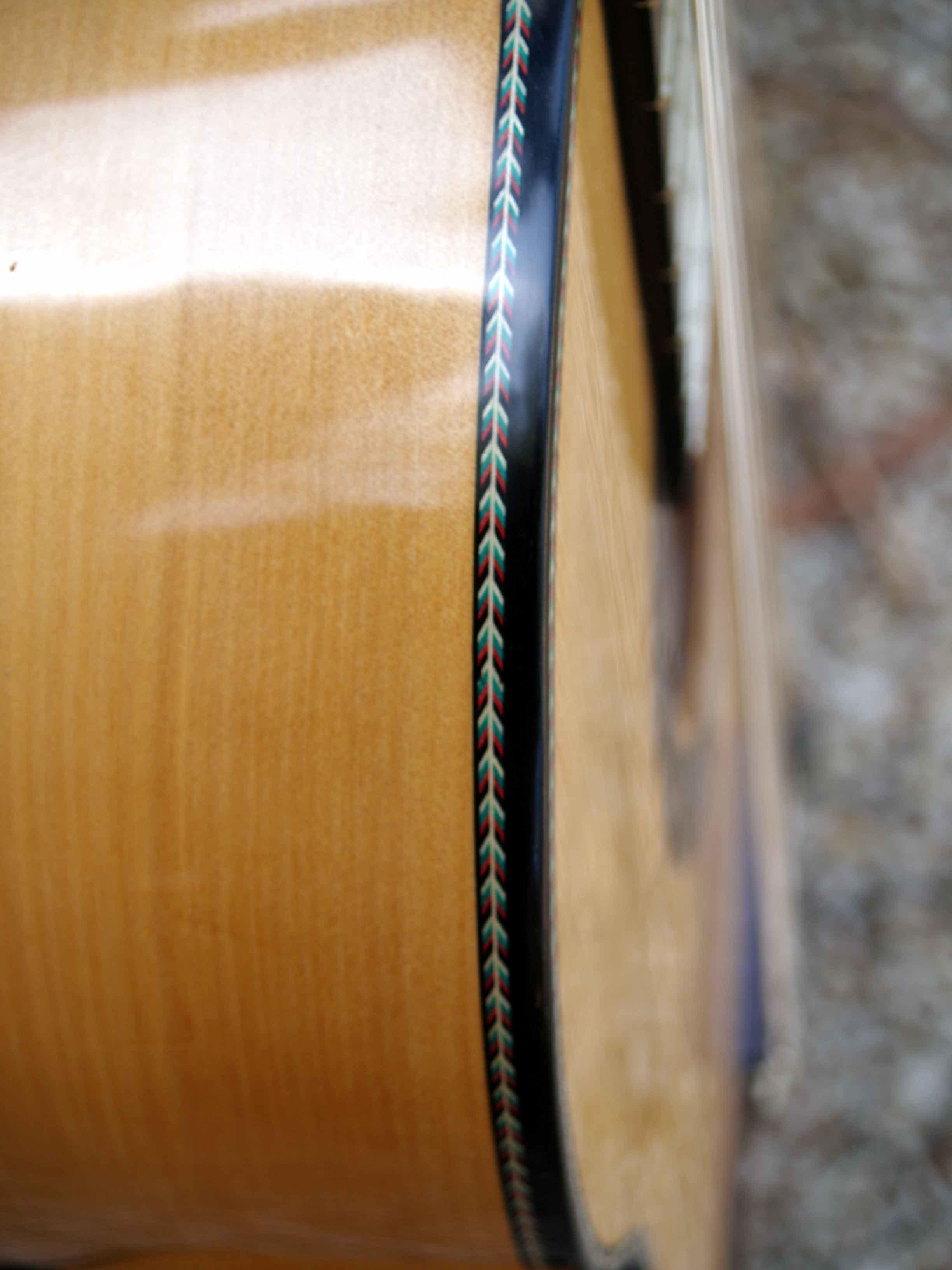 Flamenco guitar spikes binding